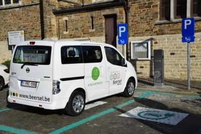 Eerste Van 7 Publieke Laadpalen Voor Elektrische Wagens In Beersel